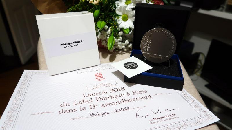 Monsieur le Maire du 11e arrondissement de Paris, François Vauglin, à remis une médaille à Philippe Gaber en 2019 pour avoir obtenu le [ Fabriqué à PARIS ] et fabriqué avec éthique à PARIS 11e